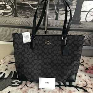 NWT coach signature zip tote back instock